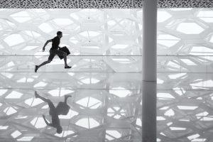 running-traveler